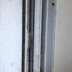 窓掃除ビフォー